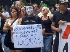 Em 09 de Fevereiro de 2013 brasileiros já estavam manifestando-se - Manifestantes bloquearam Avenida Paulista em protesto contra eleição de Renan Calheiros a presidente do Senado (Foto: Thaís Nozue / vc repórter)