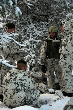 snow camouflage – The Camo Side of Dominic Hyde Camouflage Patterns, Military Camouflage, Military Surplus, Ww2 Uniforms, Military Uniforms, Winter Camo, Camo Gear, Snow Outfit, Combat Knives