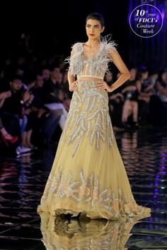 Glam-Chic Manish Malhotra Braut-Kollektion bei 2017 India Couture Week Fashion Show , , Sammlung, Indian Reception Outfit, Indian Wedding Outfits, Bridal Outfits, Indian Outfits, Bridal Mehndi Dresses, Indian Bridal Lehenga, Indian Bridal Fashion, Bridal Gown, Couture Week