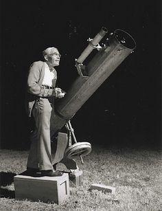 Parti de rien, Clyde William Tombaugh est connu pour avoir découvert le premier Pluton. Une vie passionnante à découvrir sur https://fr.wikipedia.org/wiki/Clyde_William_Tombaugh