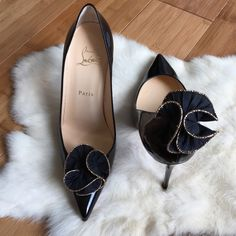 |HP| BLACK RUCHED SWIRL SHOE CLIPS Beautiful!! With gold piping around the edges. Wear these on your favorite shoes. Black. White. Nude. Heels. Pumps. Flats. Peep toe. *clip these on the back of your heels too. Timeless accessory. Vintage. -No trades. Vintage Accessories