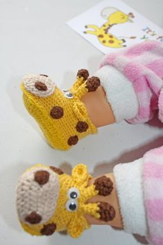 Diy Crafts - Baby,Booties-Giraffe booties Pregnancy baby announcement Newborn booties Unisex Neutral gender Little baby shoes Reveal gift set Crochet Crochet Baby Shoes, Newborn Crochet, Crochet Baby Booties, Knitted Baby, Crochet Baby Mobiles, Crochet Bags, Diy Crochet, Baby Knitting Patterns, Baby Patterns