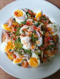 Healthy Menu, Healthy Dishes, Healthy Recipes, Thai Food Menu, Eat Thai, Cambodian Food, Thai Street Food, Lean Meals, Weird Food