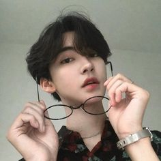 cute boy ulzzang 얼짱 hot fit pretty kawaii adorable beautiful korean handsome japanese asian soft grunge aesthetic 男 男の子 g e o r g i a n a : 人 Korean Boys Hot, Korean Boys Ulzzang, Korean Men, Ulzzang Girl, Ulzzang Tomboy, Cute Korean Girl, Cute Asian Guys, Asian Boys, Cute Guys