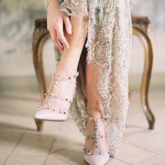Zapatos de novia de Valentino en rosa maquillaje