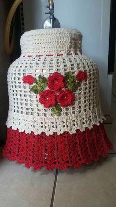 mãos de fada da minha amiga.😍😍 Crochet Kitchen, Crochet Home, Diy Crochet, Crochet Crafts, Crochet Doilies, Crochet Bikini, Crochet Round, Crochet Squares, Crochet Jewelry Patterns