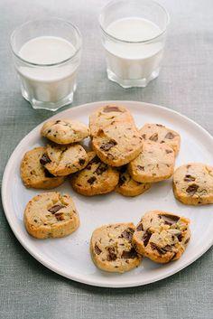 sliced chocolate chip cookies