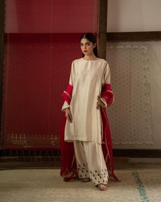 Zara Shahjahan Luxury Pret collection, launching September Traditionally, artisanal work can be generative in South Asian… Source by clothes pakistani Source by EnaClothes clothes pakistani Pakistani Fashion Casual, Pakistani Dress Design, Pakistani Bridal, Pakistani Outfits, Bollywood Fashion, Asian Fashion, Pakistani Clothing, Indian Bridal, Simple Dresses