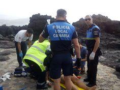 Policía Local salva la vida de un bañista en Las Canteras