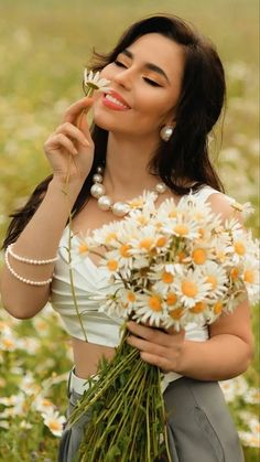 Flower Girl Photos, Girls With Flowers, Pink Flowers, Pretty Hairstyles, Wig Hairstyles, Samantha Pics, Daisy, Wig Styles, Beauty Photos