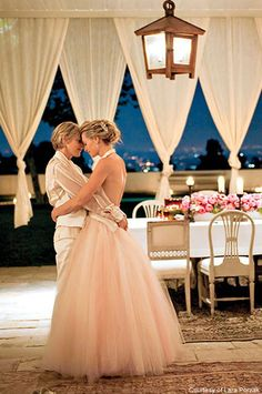 Ellen Degeneres and Portia de Rossi are a perfect couple. Degeneres not only keeps de Rossi laughing, but she has perfected her own unique style. And de Rossi adds a graceful, feminine calm to Degeneres's outrageous personality. Ellen Degeneres Wedding, Ellen And Portia Wedding, Ellen Degeneres And Portia, Portia De Rossi, Celebrity Couples, Celebrity Weddings, Celebrity Rings, Hollywood Couples, Celebrity Portraits