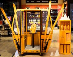 Combined with a single temperature wine cellar with a cheese cellar … – Wine World Visual Merchandising, Ski Bar, Retail Experience, Pop Display, Event Marketing, Bar Drinks, Wine And Spirits, Wine Cellar, Retail Design