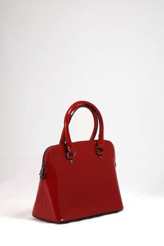 39,50€ Τσάντα ώμου – χειρός, λουστρίνι κόκκινο σκούρο.  Πολύ εντυπωσιακή για τις ξεχωριστές σας στιγμές. Bags, Fashion, Handbags, Moda, Fashion Styles, Fashion Illustrations, Bag, Totes, Hand Bags