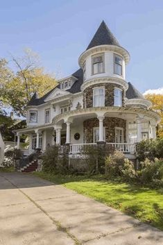 I would love to update this beauty, and then move Queen Anne For Sale In Amherst Nova Scotia Victorian House Interiors, Victorian House Plans, Victorian Style Homes, Gothic House, Victorian Decor, Victorian Architecture, Beautiful Architecture, Nova Scotia, Lofts