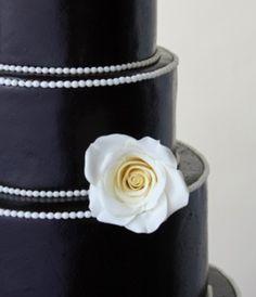 Black and White Wedding Cake  Keywords: #weddingcakes blackandwhiteweddingcake #jevel #jevelweddingplanning Follow Us: www.jevelweddingplanning.com www.pinterest.com/jevelwedding/ www.facebook.com/jevelweddingplanning/