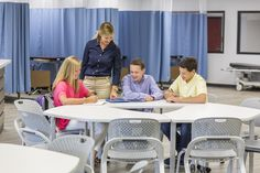How flexible learning spaces improve active learning Learning Spaces, Learning Environments, Student Learning, Learning Activities, Teaching Ideas, Classroom Setting, Classroom Design, Classroom Ideas, 21st Century Classroom