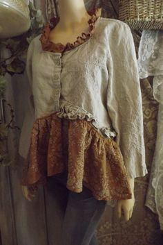 Lagenlook Upcycled Linen Embroidered Blouse/Jacket Shabby Chic with Vintage Lace… Robes Vintage, Vintage Lace, Vintage Outfits, Upcycled Vintage, Etsy Vintage, Diy Clothing, Sewing Clothes, Altered Couture, Altering Clothes