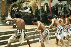 Barongtanz, 1979 Czychowski/Timeline Images #70er #70s #retro #vintage #indonesien #indonesia #bali #tanz #dance #tanzen #dancing #traditionell #traditional #barong #culture #kultur #reisen #travel #reise #tänzerin #dancer #kostüm #costume Sumo, Wrestling, Sports, Sport