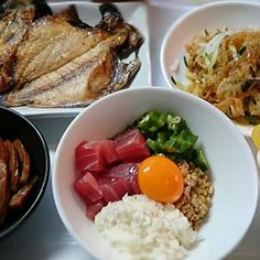 今日は豪華や~(笑) 何故か干物が二種類(・・;) 昨日から浸けといた野菜のピクルスうまぁ(^ー^) 仕事おわりに晩酌しながらいただきます。 - 15件のもぐもぐ - 干物(鯵とエボ鯛開き) 新玉ねぎと中華くらげサラダ 腸詰め(中華街のお土産) ばくだん(鮪ぶつ 納豆 オクラ 山芋 黄卵) 野菜のピクルス by mkrs