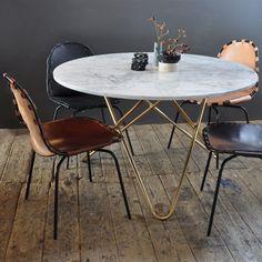 Big O bord från Ox Danmarq, formgiven av Dennis Marquart. Ett snyggt matsalsbord med mjuka och ...
