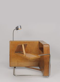Interior Design Addict: This is a Daybed. It was designed by Frederick Kiesler. Plywood Furniture, Bauhaus Furniture, Home Decor Furniture, Furniture Making, Furniture Design, Mcm Furniture, Chair Design, Design Design, Interior Design