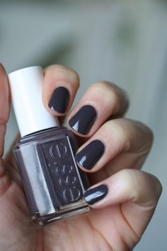 Cult-Classics : Essie Smokin' Hot | Essie Envy