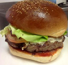 I colossali Hamburger di Fatto Bene puoi farteli consegnare ordinando qui http://www.bacchetteforchette.it/milano/proposta/86