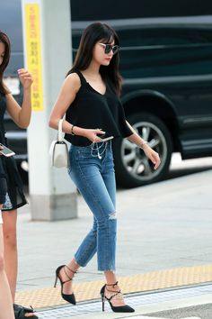 Seo Yu-na (서유나) of AOA at the airport.