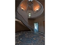 See the #face from another angle! Inside a #mansion on #miamibeach