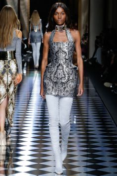 BALMAIN Fall/Winter 2016 Womenswear Show – Look 38