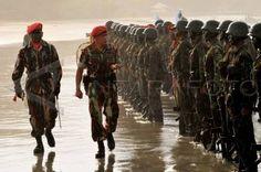 kopassus   saat-saat kelulusan prajurit yg telah dibina & dididik