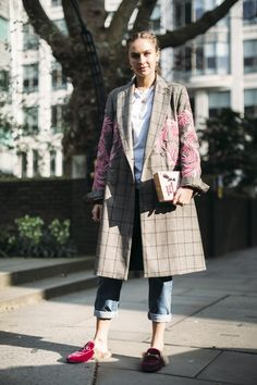 London Fashion Week Fall 2017 Street Style Day 2, See the best street style captured at London Fashion Week Fall 2017 at TheImpression.com LFW