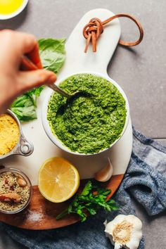 Easy vegan pesto wit