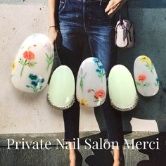 On average, the finger nails grow from 3 to millimeters per month. If it is difficult to change their growth rate, however, it is possible to cheat on their appearance and length through false nails. Spring Nail Art, Spring Nails, Gucci Nails, Almond Acrylic Nails, Red Nail Designs, Japanese Nail Art, Flower Nail Art, Bridal Nails, Nail Art Hacks