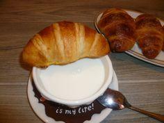 croissants francesi, con lievito madre, cornetti sfogliati leggeri e ottimi per le nostre colazioni in famiglia, fatti in casa