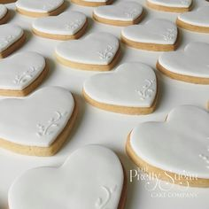 Heart favours cookies in white with vintage delicate lace detail