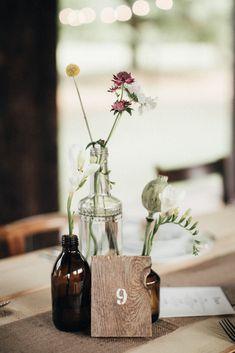 Un mariage simple et rustique en Hongrie - A découvrir sur le blog mariage www.lamarieeauxpiedsnus.com - Photos : Pinewood Weddings Boho Flowers, Rustic Flowers, Wedding Flowers, Summer Wedding, Diy Wedding, Rustic Wedding, Wedding Ideas, Mountain Style, Wedding Flower Inspiration
