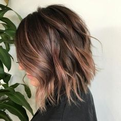 Brown Bob With Subtle Rose Gold Balayage - Hair - Cheveux Wavy Bob Hairstyles, Winter Hairstyles, Curly Haircuts, Prom Hairstyles, Ombre Bob, Ombre Hair, Rose Gold Hair Brunette, Brunette Bob, Rose Gold Short Hair
