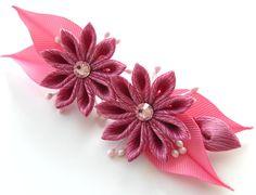 Pinza de pelo de flores de tela Kanzashi. Rosa kanzashi. por JuLVa