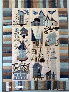 Scrap,quilt and stitch: C'est sûr, les oiseaux reviendront. House Quilt Patterns, House Quilt Block, Quilt Block Patterns, Quilt Blocks, Baby Patchwork Quilt, Bird Quilt, Colchas Quilting, Quilting Designs, Quilt Festival
