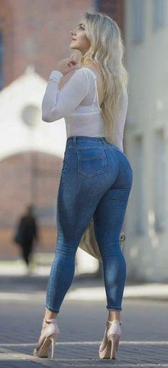 Curvy Women Fashion, Girl Fashion, Female Fashion, Womens Fashion, Sexy Jeans, Skinny Jeans, Jean Outfits, Cute Outfits, Sexy High Heels