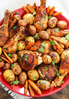 Chili-Garlic Roasted Chicken with Potatoes Carrots Crispy Roasted Chicken, Roasted Chicken And Potatoes, Cooking Wine, Oven Cooking, Pork Dishes, Tasty Dishes, Turkey Recipes, Chicken Recipes, Kitchen Recipes