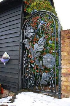 Love this gate! (from STEPABLES Fan Page FB page)
