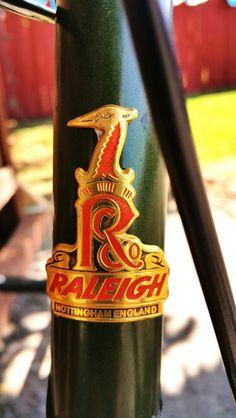 Vintage bike raleigh Bicicletas Raleigh, T Rex, Badge, Bicycle, Bottle, Vintage Bicycles, Bike, Bicycle Kick, Flask