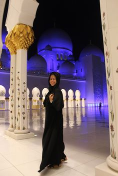 My Couchsurfing experience in Abu Dhabi was incredible. Check out my #AbuDhabi #UAE #Couchsurfing guide here: http://www.latinabroad.com/2016/10/12/couchsurfing-abu-dhabi-stopover/