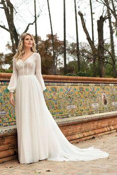 Brautkleider mit Ärmel können toll kaschieren, sind edel und sehen stilvoll aus. Forever Love, Lady, Wedding Dresses, English Language, Om, Website, Fashion, Veils, Dress Wedding