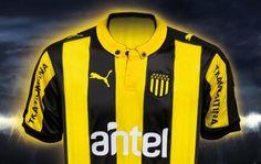 Peñarol presentó su nueva camiseta - http://campeondelsiglo.com/web/2015/08/09/nueva-indumentaria-2/…