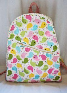 Está MARAVILHOSA mochila de tecido, super espaçosa, pratica e linda. Tem  bolso frontal 36679aa5e6