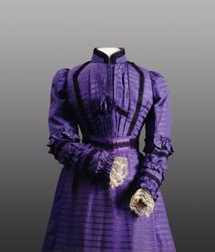 Day dress (detail) ca. 1898 From the National Gallery of Victoria #Victorian #belle epoque