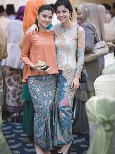 Inspiration for kain sarong Kebaya Lace, Kebaya Dress, Batik Kebaya, Kebaya Hijab, Batik Dress, Kimono, Blouse Batik, Cheongsam Dress, Batik Fashion
